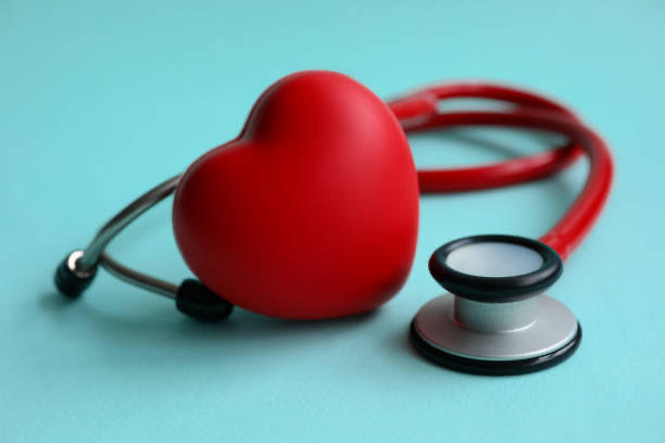serca i stetoskopu do pomiaru ciśnienia krwi